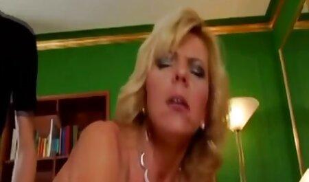 Sexy Babe Barbara Bieber khoan phimsec me con qua một vòi nước trên ghế sau
